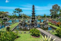 Tirta Gangga,有喷泉和自然池塘的水宫殿 旅行和建筑学背景 印度尼西亚,巴厘岛 免版税图库摄影