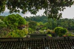 Tirta Gangga水宫殿在东部巴厘岛, Karangasem,印度尼西亚 免版税库存图片