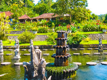 Tirtaganga巴厘岛的水宫殿在印度尼西亚 库存图片
