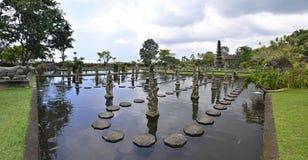 Tirtagangga巴厘岛的水宫殿全景  免版税图库摄影