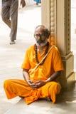 TIRUVANNAMALI,泰米尔纳德邦,印度- 3月大约, 2018年 在聚会所Ramana Maharshi的画象Sadhu Sadhu是一个圣洁者,有cho 免版税图库摄影