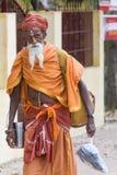 TIRUVANNAMALI,泰米尔纳德邦,印度- 3月大约, 2018年 街道摄影 在聚会所Ramana Maharshi的Sadhu Sadhu是一个圣洁者, w 免版税库存照片