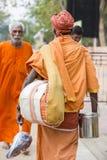 TIRUVANNAMALI,泰米尔纳德邦,印度- 3月大约, 2018年 街道摄影 在聚会所Ramana Maharshi的Sadhu Sadhu是一个圣洁者, w 免版税图库摄影