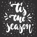 Tis季节-手拉的圣诞节和新年在行情上写字的寒假 库存照片