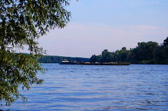 Tisa河和小船 免版税库存照片