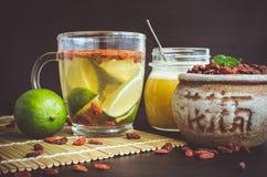Tisana antiossidante fresca dalle bacche di goji fotografie stock libere da diritti