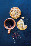 Tisana con i biscotti fotografie stock