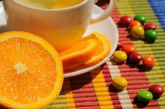Tisana con il limone e l'arancia immagini stock libere da diritti