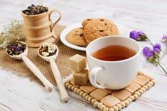 Tisana e cookies Imagens de Stock Royalty Free