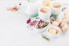 Tisana sana con il limone e lo zenzero Antiossidante, disintossicazione e bevanda di rinfresco immagini stock libere da diritti