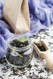 Tisana saudável com corintos pretos foto de stock