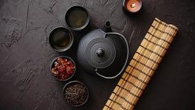 Tisane japonaise ou chinoise traditionnelle clips vidéos