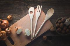 Tischbesteck, Gemüse und Gewürze lizenzfreies stockfoto