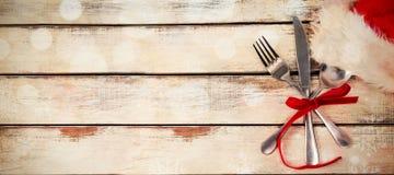 Tischbesteck oben gebunden mit Band Stockfoto