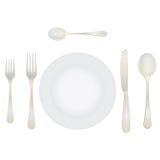 Tischbesteck und Tonware auf dem Tisch Stockbild