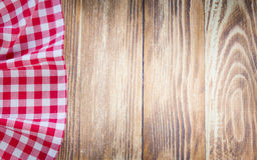Tischdecke auf hölzernem Hintergrund Fastfoodkonzept Lizenzfreie Stockfotos