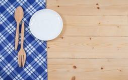 Tischdecke, hölzerner Löffel, auf Holz Lizenzfreies Stockbild