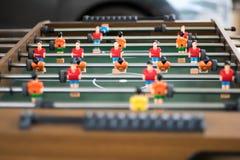 Tischfußballfußballspiel, das ein Tischplattespiel ist, das lose auf Fußball basiert Stockbilder