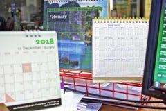 Tischkalender auf dem Schreibtisch stockfotografie