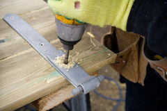 Tischler-bohrendes Holz Stockfotografie