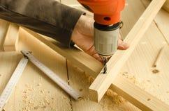 Tischler-bohrendes Holz Lizenzfreies Stockfoto
