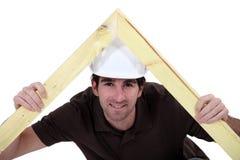 Tischler, der einen Rahmen macht Stockfoto