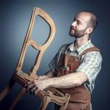 Tischler mit Stuhl stockfotos