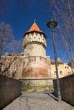 Tischler ragen in die alte Stadtmitte von Sibiu hoch Stockfotos