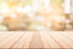 Tischplatte auf unscharfem Hintergrund Lizenzfreies Stockfoto