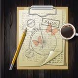 Tischplatte mit dem Skizzieren des Papiers und des Schmetterlinges Lizenzfreies Stockbild