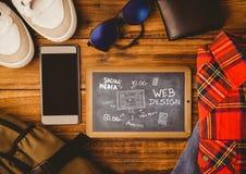 Tischplatte mit einer Tafel mit Netzgraphiken Lizenzfreies Stockfoto