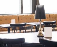 Tischplatte und Spott herauf Menü Café-Restauranthintergrund Lizenzfreie Stockfotografie