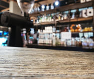 Tischplattezähler Bar-Restaurant-Küchenhintergrund Lizenzfreie Stockfotografie