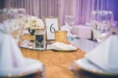 Tischschmuck an einer Hochzeitsfeier Lizenzfreies Stockfoto