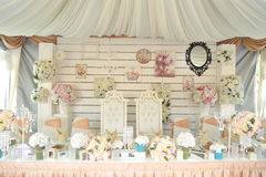 Tischschmuck für Heiratspaare Stockbild