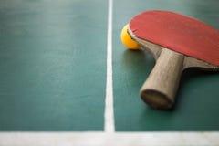 Tischtennis auf dem Gericht Lizenzfreie Stockfotografie