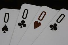 Tisonnier de casino de zéros jouant des cartes Images stock