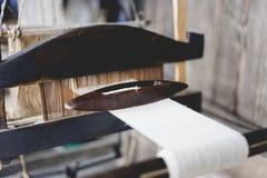 Tissage et fabrication du plan rapproché fait main de tapis Utilisation pour W Photo libre de droits
