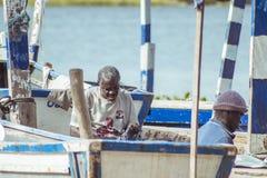 Tissage net de pêcheurs ghanéens image libre de droits