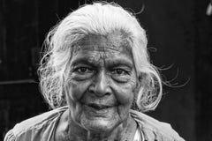 Tissamaharama, Sri Lanka 19 februari, 2017: Grootmoeder Royalty-vrije Stock Afbeeldingen