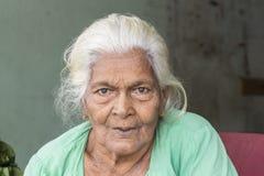 Tissamaharama Sri Lanka Februari 19th, 2017: Gammal kvinna Royaltyfria Bilder