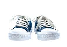 Tissu épais bleu-foncé d'espadrilles D'isolement sur le fond blanc Images libres de droits