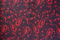 Tissu avec le modèle de Paisley en rouge et le noir Photographie stock