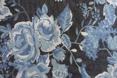 Tissu avec le modèle floral bleu Photographie stock libre de droits