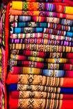 Tissu coloré au marché au Pérou, Amérique du Sud photos stock