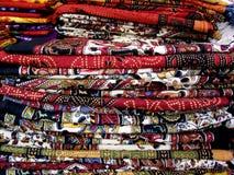 Tissu coloré dans les piles Photo stock