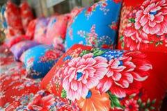 Tissu de chinois traditionnel avec le type de fleur Photos libres de droits