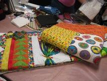 Tissu de coton prêt à être cousu dans des édredons Image libre de droits