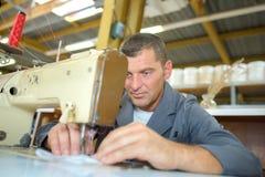 Tissu de couture de tailleur industriel Photographie stock libre de droits