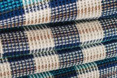 Tissu de laine pour un plaid avec un modèle se composant des cellules colorées photos libres de droits